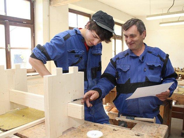 Učni z Odborného učiliště a praktické školy Černovice se v těchto dnech snaží odvést tu nejlepší práci za poslední tři roky.