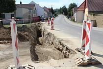 Táborskou ulicí v Kamenici nad Lipou musí řidiči projíždět opatrně.