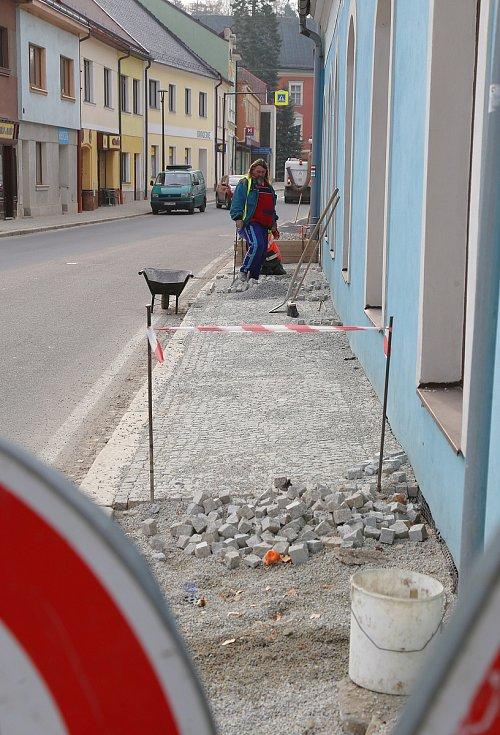 V Kamenici nad Lipou dokončují rekonstrukci Vackovy ulice.
