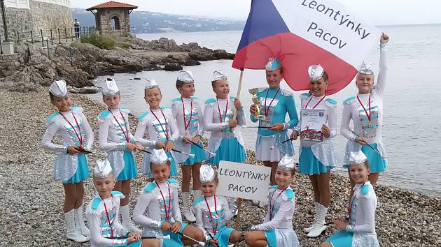 Pacovské Leontýnky si chorvatské mistrovství v mažoretkovém sportu právem užívaly.