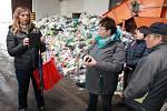 Nevšední exkurze do světa odpadu doplnila při dni otevřených dveří v pelhřimovském sběrném dvoře kvalifikovaným výkladem Zdeňka Lišková, vedoucí odpadového hospodářství v pelhřimovských technických službách.