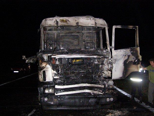 Pondělní požár kamionu na dálnici D1