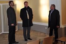 Jakub Pustina (uprostřed) navštívil v úterý dopoledne okresní město.