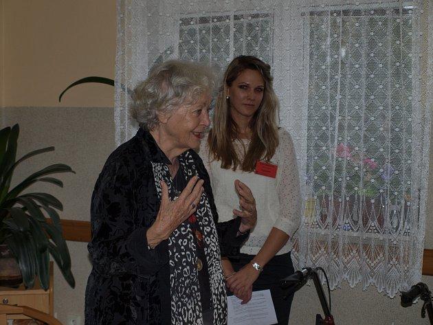 Květa Fialová navštívila humpolecký domov důchodců.