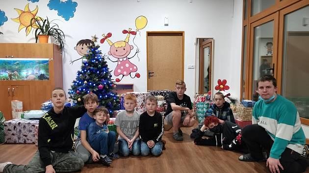 Vánoce v Dětském domově v Senožatech