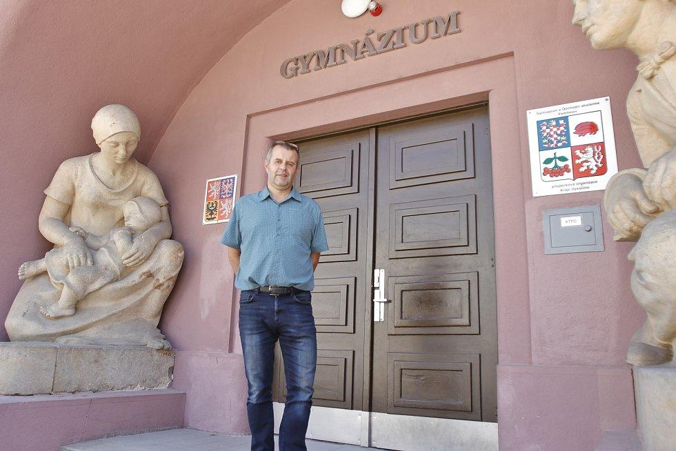 Ředitel Gymnázia a Obchodní akademie Pelhřimov Aleš Petrák.