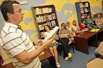 Nejoblíbenější současný český spisovatel Michal Viewegh zavítal do Městské knihovny v Pelhřimově.