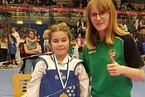 VYHRÁLA. Jednu se zlatých medailí vybojovala i Pavla Brambůrková (vlevo). Na snímku je s kolegyní Dominikou Hronovou.