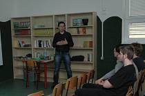 Ve středu 18. května přijel za studenty z kvinty a prvního ročníku Gymnázia dr. Aleše Hrdličky z Humpolce Ondřej Trubka z Jaderné elektrárny Temelín v rámci projektu interaktivních přednášek a besed o energetice.