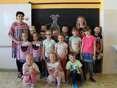 Na fotografii jsou žáci ze ZŠ Osvobození v Pelhřimově, třída 1. A paní učitelky Jany Jelínkové