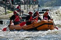 Na vodáckém kanále na Trnávce u Želiva na Pelhřimovsku vyvrcholila domácí raftová sezona.