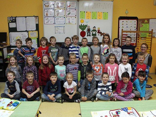 Na fotografii jsou žáci ze ZŠ Krásovy Domky vPelhřimově, třída 1.Apaní učitelky Gabriely Kořínkové.
