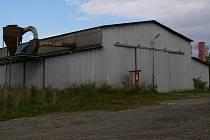 U této kolny v areálu bývalého družstva ve Veselé svědci zvířata viděli ještě minulý týden.