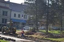 Nastal čas na realizaci největší letošní investice města, tedy na kompletní rekonstrukci Rašínovy ulice.