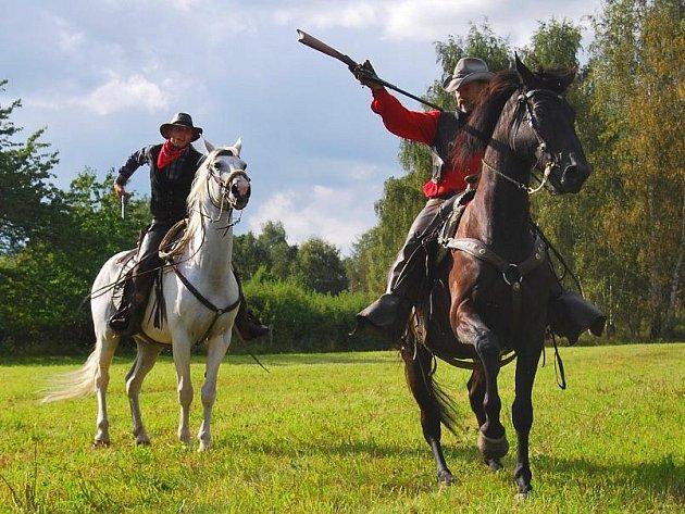 Westernové divočení na louce u Kletečné
