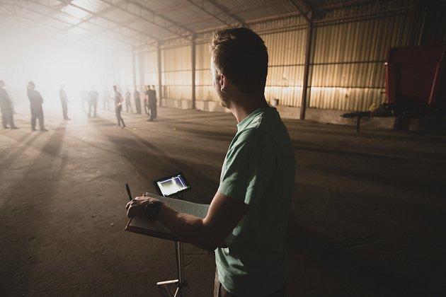 Michal Burda je jednatelem a zakladatelem firmy, který se kromě obchodních záležitostí zabývá především fotografií. Působí ijako produkční a kameraman. Foto: archiv Michala Burdy
