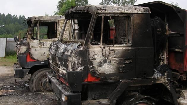 Výsledek po požáru zaparkovaných Tater v areálu firmy v Rančířově na Jihlavsku