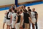 Mladí pelhřimovští basketbalisté se radují z postupu do extraligy.