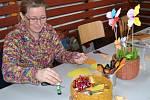 Pletení pomlázek, malování a děrování vajíček či otloukání píšťalek. Například to si mohli vyzkoušet malí i velcí návštěvníci sobotního velikonočního jarmarku v Obratani.