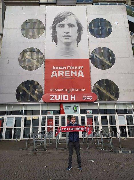 Foto 6: Od malička fandím Ajaxu. Vzahraničí mám tři oblíbené kluby, ještě Barcelonu a Manchester United, ale Ajax je na prvním místě. Obdivuji, jak vklubu fungují, jak pracují smládeží. Navíc mám rád Holandsko jako zemi.