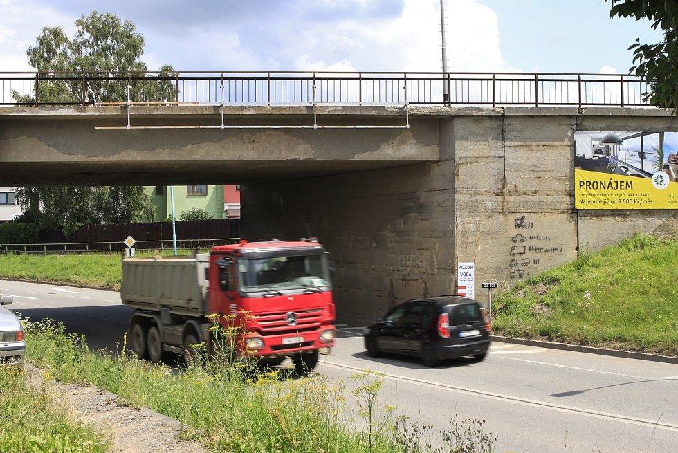 Pelhřimovský viadukt se stal terčem vtipálků.