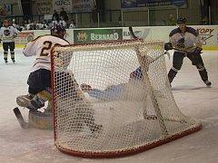 Hokejisté Žirovnice na sedm proher v řadě navázali v posledních dvou zápasech bodovými zisky. Po výhře v Humpolci slavili i v Milevsku. Drží se tak ve hře o postup do play off.