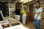 Zájemci si mohli prohlédnout depozitáře archivu.