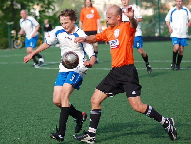 Na Kalvárii bral body domácí Maraton, který Božejov porazil 2:0.  Pelhřimovský celek se posunul na druhé místo tabulky Poutník ligy.