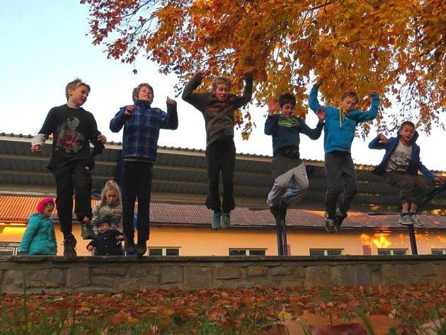 Podzimní trénink mladých parkouristů v terénu - na autobusovém nádraží v Kamenici nad Lipou