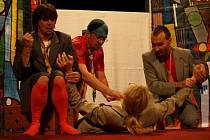 Ke zlepšení duševního zdraví přispělo i představení Holubí mambo. To pro Fokus v pelhřimovském divadle zahrál Divadelní klub Domino.
