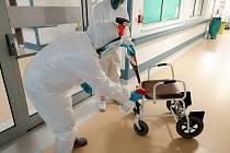 Dezinfekce covidového oddělní Nemocnice Pelhřimov.