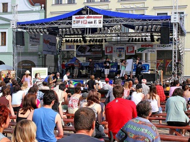 Loňský sedmnáctý ročník pelhřimovského festivalu byl opět plný rekordů a kuriozit. Příjemné letní počasí přilákalo ne pelhřimovské náměstí tisíce návštěvníků.