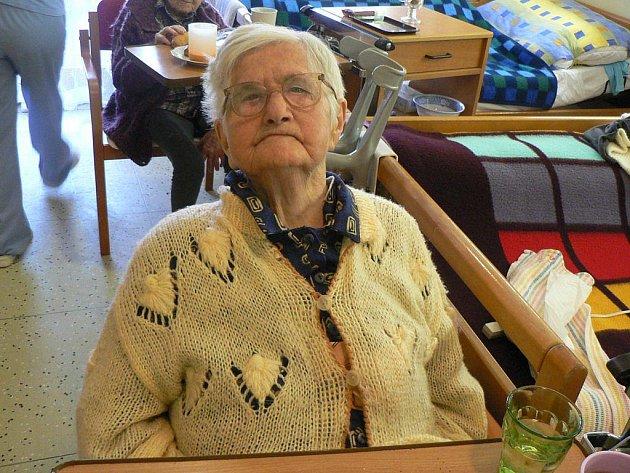 Rovné sté narozeniny oslavila v Domově pro seniory v Pacově vitální důchodkyně  Růžena Svobodová.