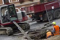 Kvůli opravám kanalizace a vodovodu bylo pro dopravu uzavřeno pelhřimovské Karlovo náměstí a nejbližší okolí.