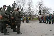 Policistky před honem v Lipici kontrolovaly zbraně a alkohol.