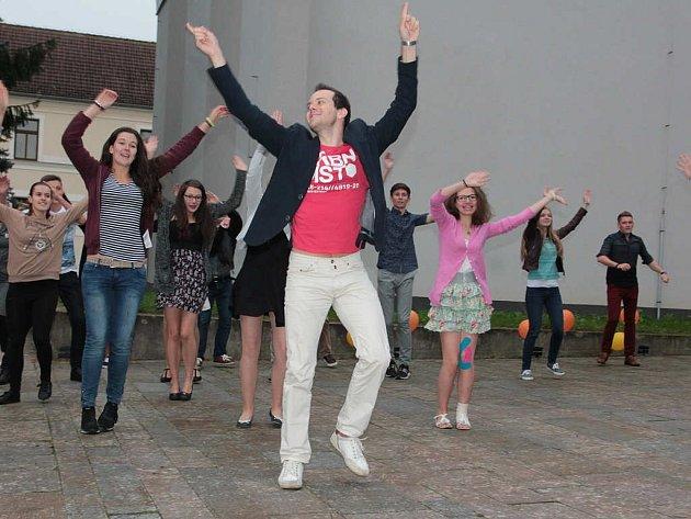 První letní pelhřimovská tančírna.