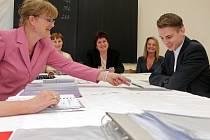 Na opravný termín maturitní zkoušky dorazí začátkem školního roku z každé školy na Pelhřimovsku hned několik studentů.