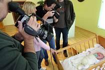 Devatenáct nových občánků přivítali v úterý na pelhřimovské radnici. Příjemnou novinkou pro všechny rodiče bylo tentokrát předání certifikátu, na základě kterého každý novorozenec získá svou první vkladní knížku.