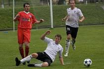 V posledním zápase letošního ročníku divize D na sebe narazily dva celky z Vysočiny, Pelhřimov v bílém přehrál domácí Velké Meziříčí 4:0.