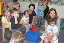 Svátek všech dětí v úterý s předstihem oslavily maminky se svými ratolestmi v Mateřském centru Lvíček v Počátkách.