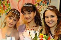 Dívkou roku 2009 byla Natálie Dostálová z Chotěboře (uprostřed). První vicemiss se stala jediná pelhřimovská zástupkyně Petra Langová (vlevo), která sklidila i největší sympatie publika. Třetí skončila Barbora Novotná z Obrataně.
