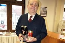 ředplatitel Josef Bláha si vpondělí odpoledne přišel do pelhřimovské redakce pro tašku plnou kávy Douwe Egberts.