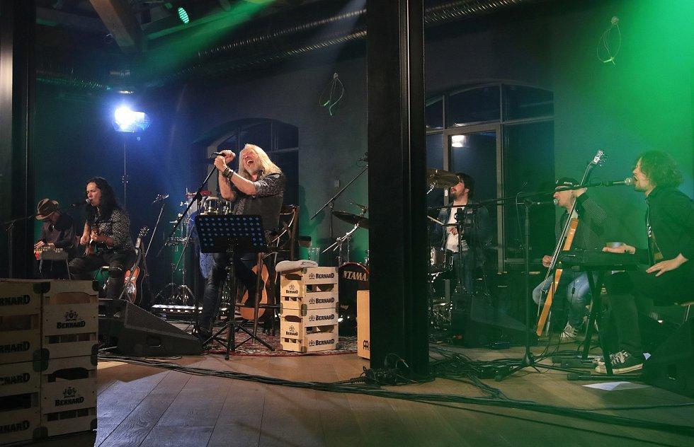 Koncert Kamila Střihavky v humpoleckém pivovaru Bernard.