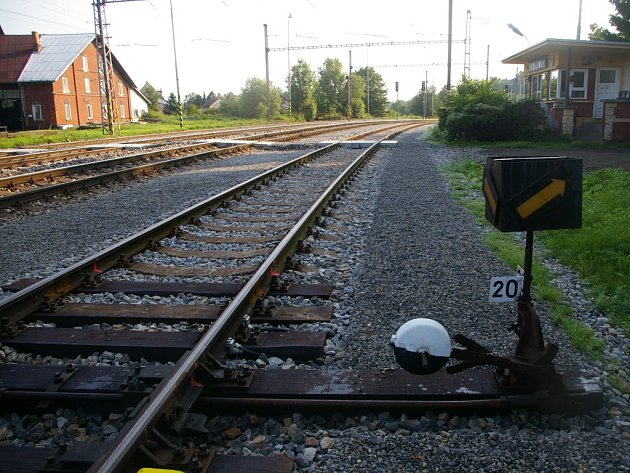 Modernizovaná trať u nádraží v Horní Cerekvi.