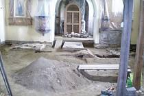 Svatý Jakub v Křeči u Pošné byl archeology pečlivě prozkoumán.