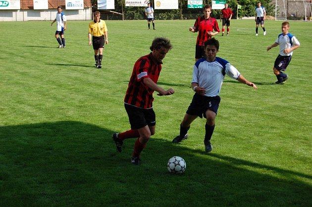 Jediný turnaj, hraný v neděli, byl souboj O měděný pohár v Pacově. Na domácí (vpravo) zbyla bohužel nepopulární bramborová příčka.  Více o turnaji se dozvíte zítra na stránkách našeho deníku.