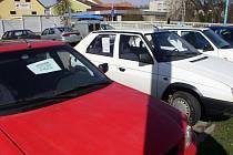 Auta se dají prodávat i na ulici