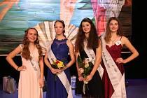 Dívka roku 2019 v Pelhřimově. Zleva: (1. místo  Marie Benešová, 2. místo Klára Říšská, 3. místo Adriana Svobodová, 4. místo Veronika Lhotková)