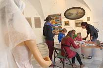 Děti s tvořivým duchem a dospělí se zájmem poznat něco nového se včera opět sešli v pelhřimovském Muzeu Vysočiny.