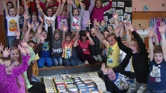 Božejovští školáci shromáždili úctyhodný počet knih od spisovatelky Astrid Lindgrenové.